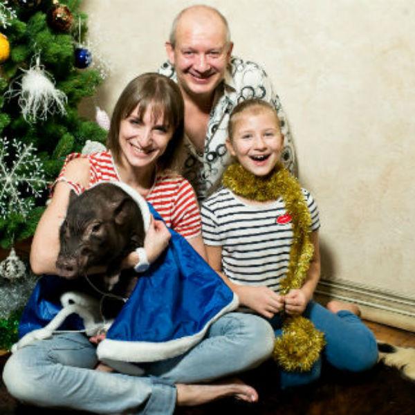 Дмитрий с супругой Ксения и Анфисой