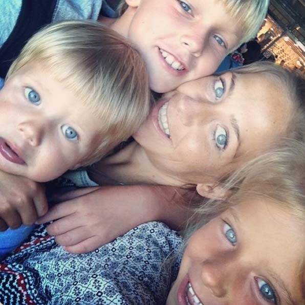 «Восемь глаз и все мои», - подписала Юля это фото