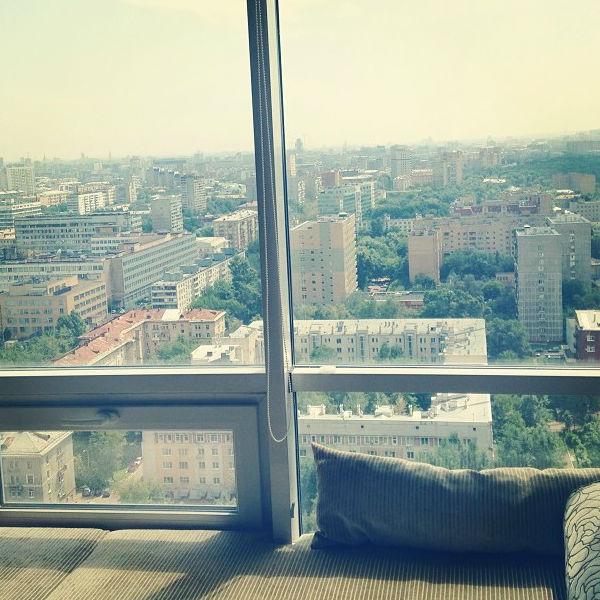 Вид из спальни в новой квартире Чеховой