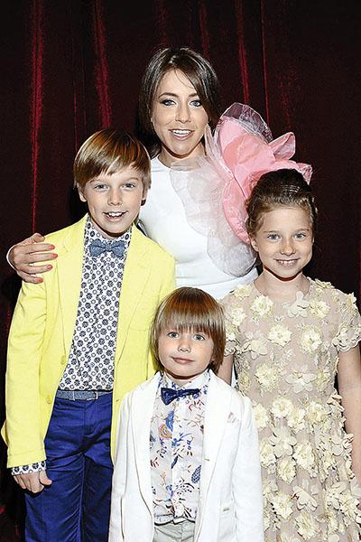 Барановская воспитывает троих детей от футболиста – Артема, Арсения и Яну