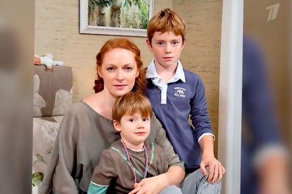 Наталья Рогожкина, вторая жена Панина, с сыновьями