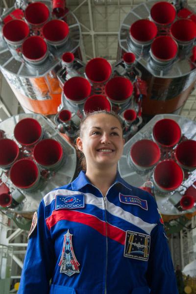 К своей мечте Елена Серова шла сознательно - сначала закончила МАИ, потом вступила в отряд космонавтов