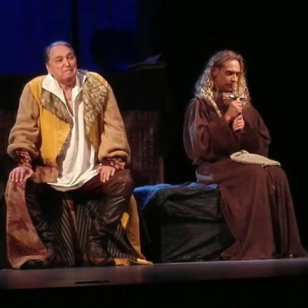 Сергей на сцене театра