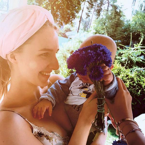 Братик поздравляет сводную сестру Полину с днем рождения, 26 июля 2017 года