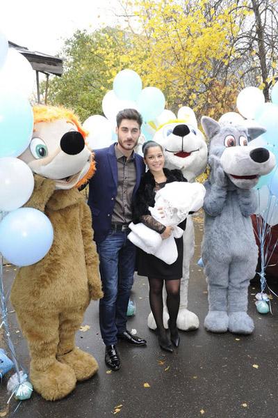 Ростовые куклы и воздушные шары в честь рождения маленького Ролана