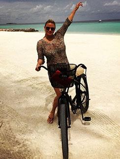 Бесстрашная Анна Семенович на Мальдивах