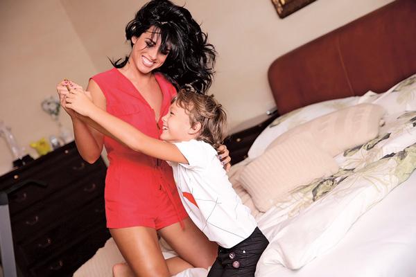Младший сын Максим с нетерпением ждет возвращения мамы из командировок