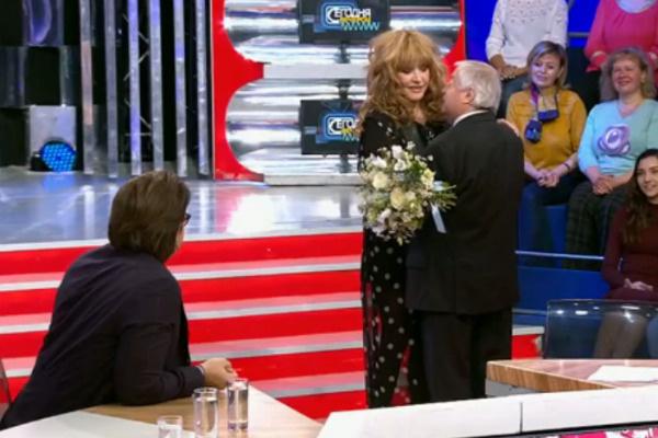 Алла Пугачева пришла поздравить Романа Карцева
