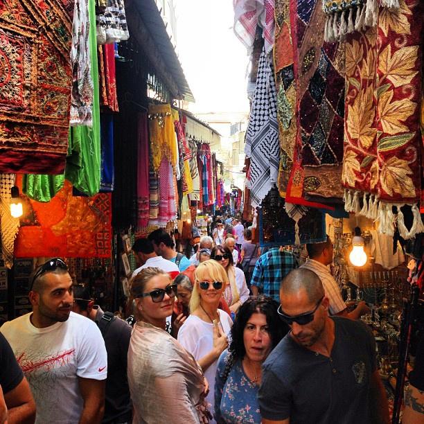 Звездная семья на иерусалимском базаре