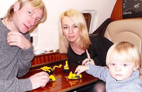 Яна Рудковская, Евгений Плющенко и их сын Саша, который своим появлением на свет только укрепил любовь своих родителей друг к другу