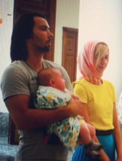Денис Клявер и Полина Гагарина с крестником