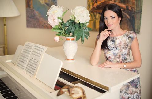 После съемок Анна устраивает себе вечера за роялем. В детстве звезда занималась в музыкальной школе