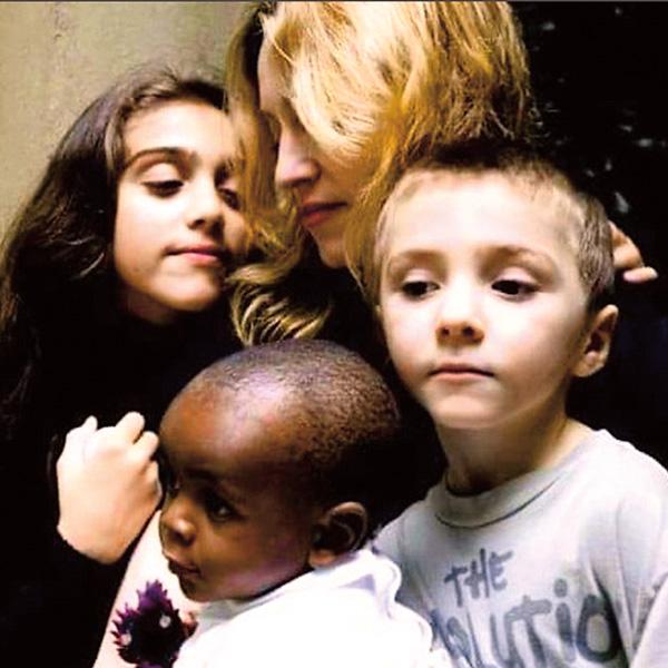Певица публикует в инстаграме ностальгические фото с детьми