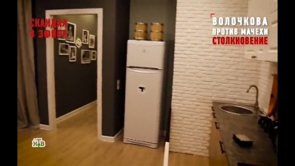 В квартире стоит новая мебель и кухонный гарнитур