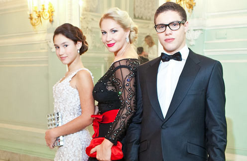 Екатерина Одинцова с дочерью Диной и сыном Антоном