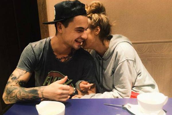 Похоже, Водонаева счастлива с татуировщиком