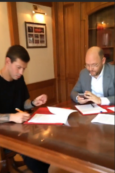 Смолов подписал контракт с московским клубом