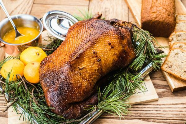 Рецепт утки в сезонное меню заведения передала мама Кристовского