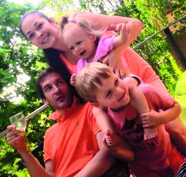 Глеб со второй женой Эллой и детьми Егором и Ульяной