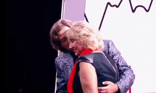 Прохор извинился перед Ларисой и нежно обнял ее