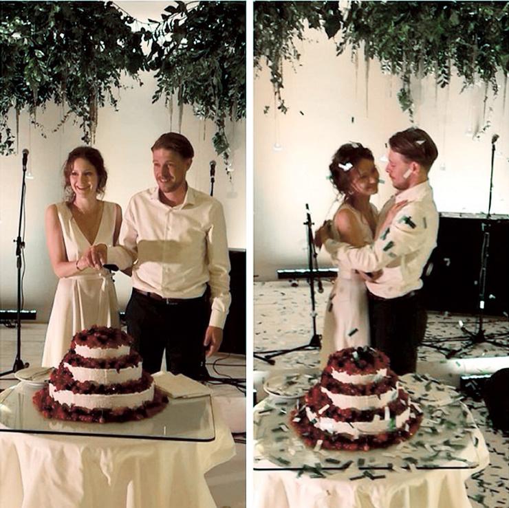 В завершение торжества Никита и Яна вместе разрезали праздничный торт