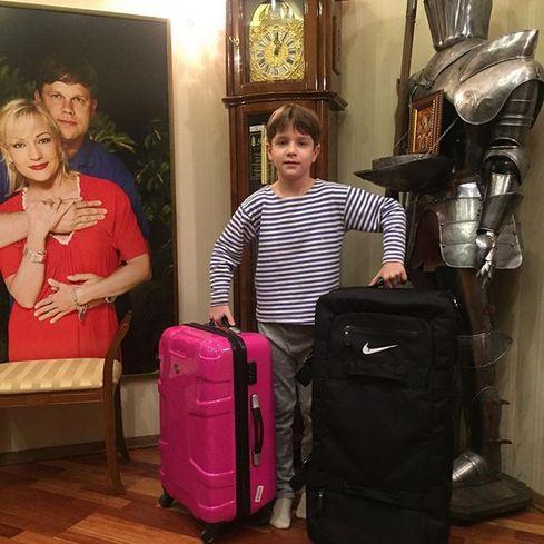 Младший наследник звезды Никита пока еще учится в школе