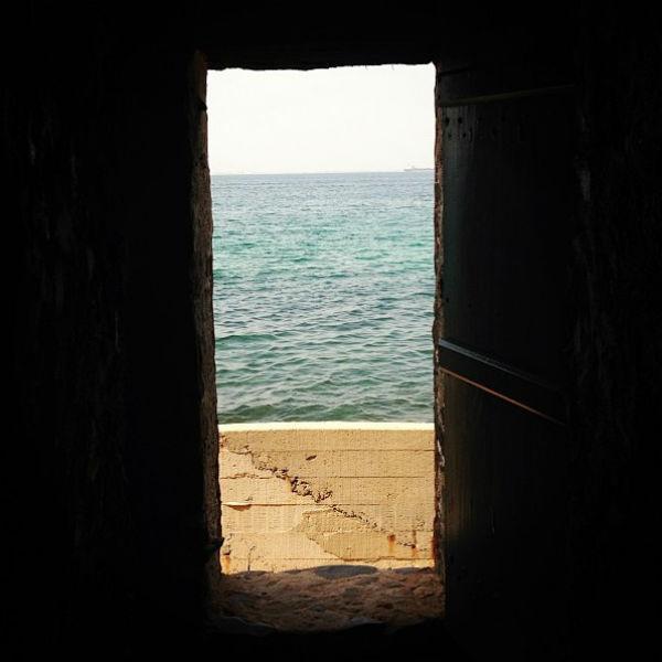 «Дверь, откуда не возвращаются на остров Гори», - пояснила снимок Первая леди