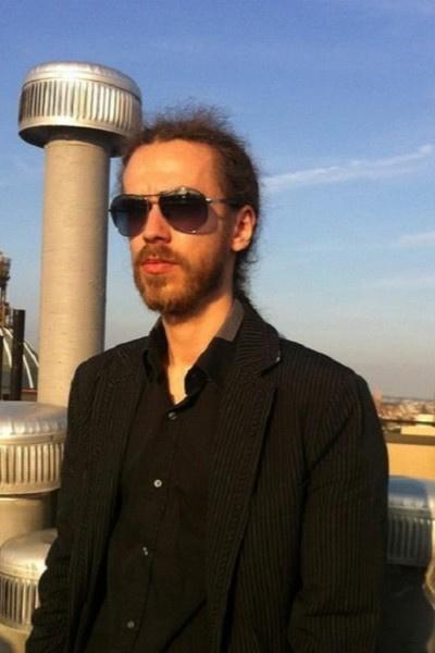 Поклонники и родные скорбят из-за смерти Кирилла Толмацкого