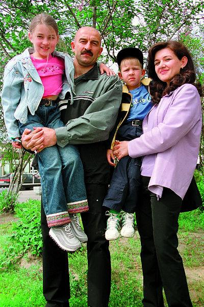 У Черчесова двое детей – дочь Мадина и сын Станислав