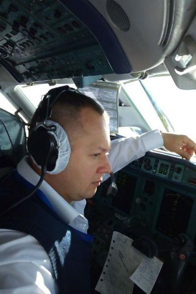 Капитан воздушного судна Валерий Губанов