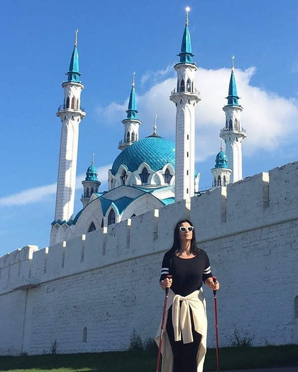 Екатерина Стриженова освоила скандинавскую ходьбу