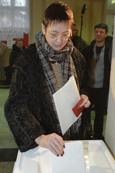 На выборах 2003 года Ирина Хакамада не прошла в парламент