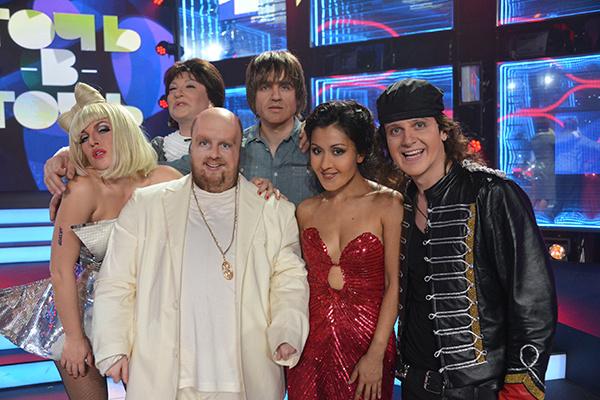 Глеб Матвейчук в образе Клауса Майне с другими участниками шоу «Точь-в-точь»