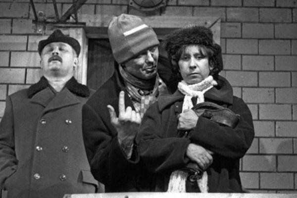 Лия Ахеджакова в спектакле «Квартира Коломбины»