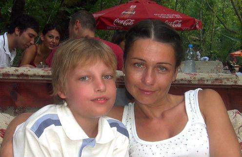 Ради сына Алеши Ирина была готова на все. Чтобы оплатить мальчику операцию в Швейцарии, она продала свой ресторан