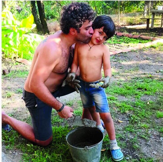 Летом Соломон с отцом гостил у бабушки в Грузии