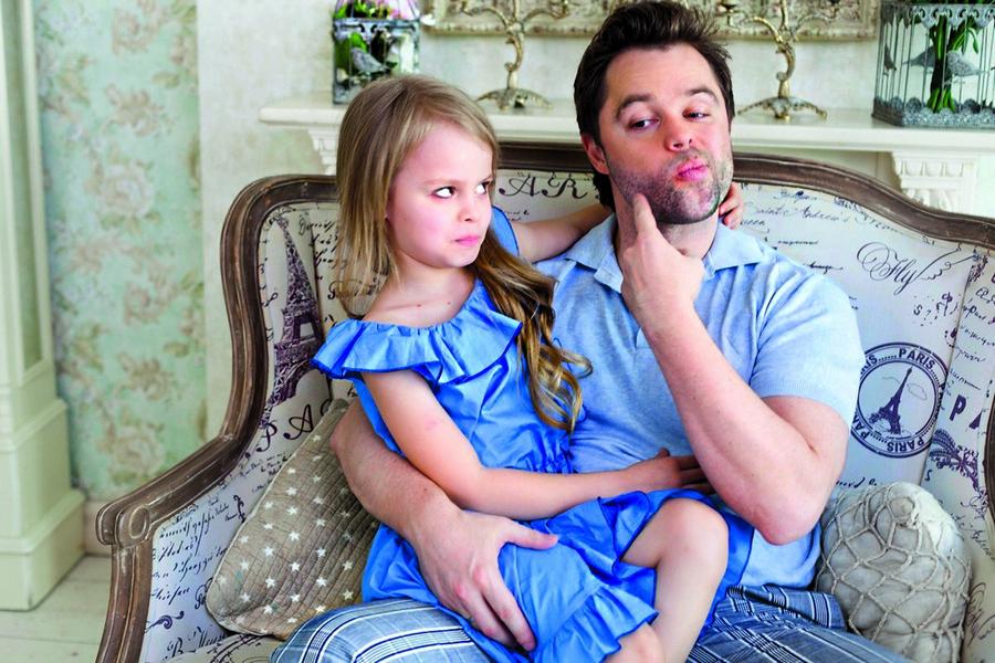 Дочь сделала массаж папе