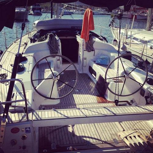 Временным домом певицы стала яхта