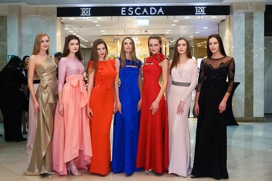 Модели в платьях ESCADA
