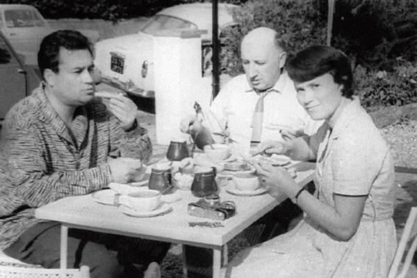 В летнем кафе с Зоей Фоминой и другом