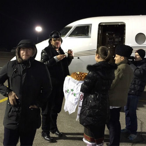 В аэропорту Филиппа встречали хлебом-солью