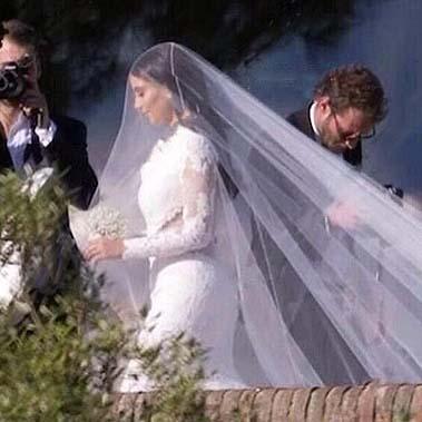 Прекрасная невеста Ким Кардашьян в платье от Givenchy