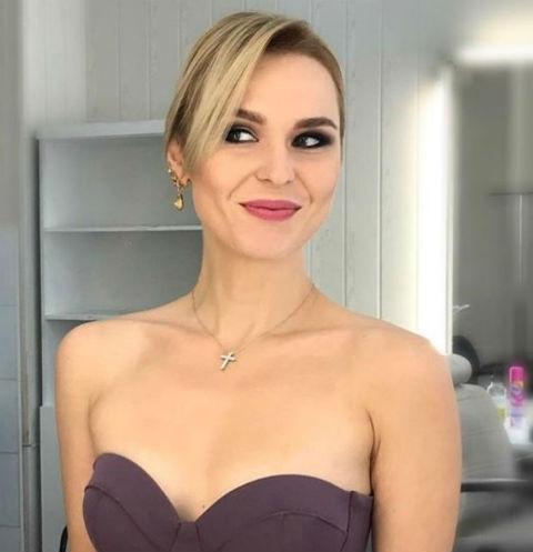 Пелагея выбрала платье-бюстье для съемок передачи
