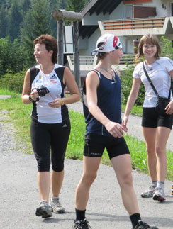 Татьяна Секридова много путешествует со своими детьми — Сережей и Катей, 2010 год