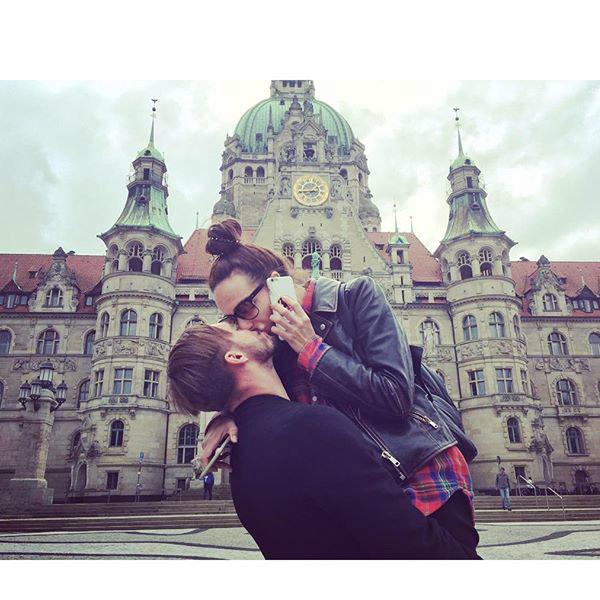 В данный момент влюбленные находятся в Германии, где им удается не только работать, но и наслаждаться романтическими прогулками