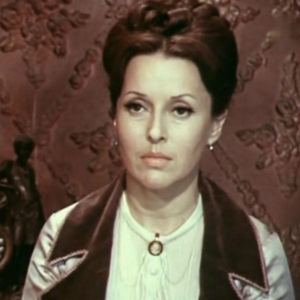 Актриса около 50-ти лет проработала в Малом театре