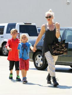 Гвен Стефани с сыновьями - 7-летним Кингстоном и 4-летним Зумой