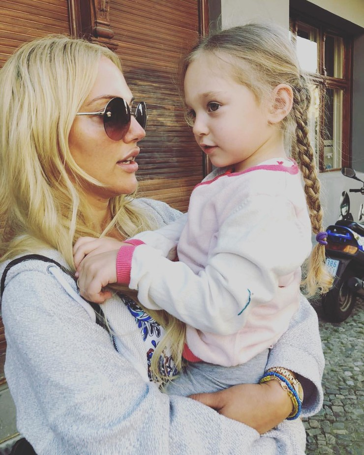 Актриса с дочерью