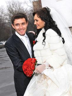 Инна с Юрием познакомились весной 2007 года в гостях у друзей, а год спустя поженились.1 февраля 2008 года