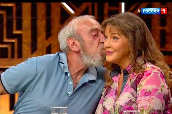 Александр Барский поцеловал Елену Проклову так же, как в кино 50 лет назад